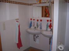 Das Badezimmer der Kinder. Es gibt zwei.